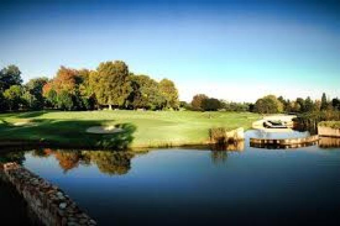 The Bryanston Country Club , a tour attraction in