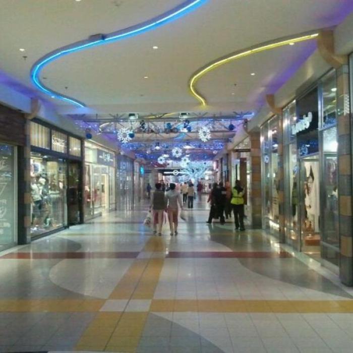 Rosebank Mall, a tour attraction in EGoli iNingizimu Afrika
