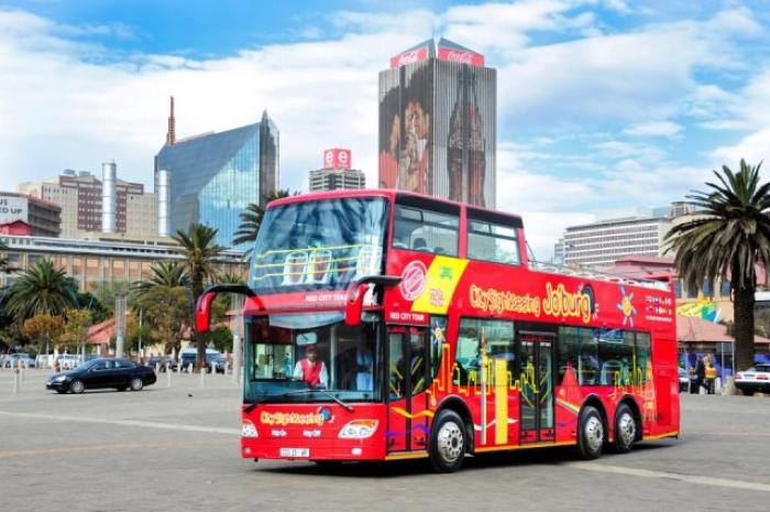 Bus about Joburg on a Hop On, Hop Off basis, a tour attraction in EGoli iNingizimu Afrika
