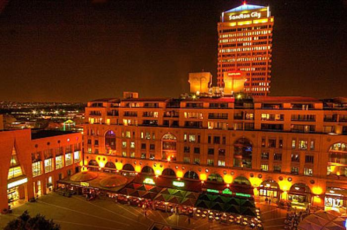 The Michelangelo Hotel, a tour attraction in Sandton iNingizimu Afrika