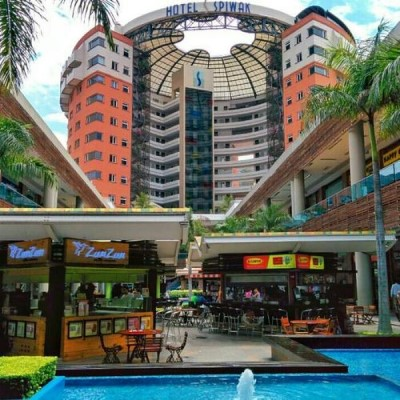 Centro Comercial Chipichape, a tour attraction in Cali Colombia