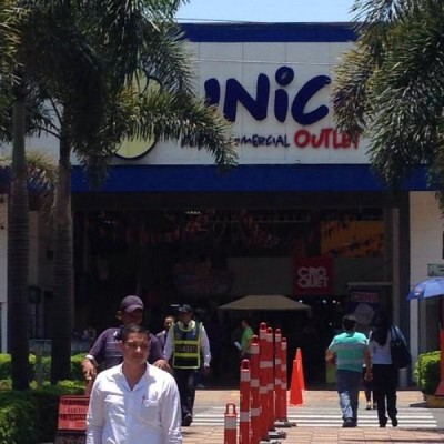 Único Centro Comercial Outlet, a tour attraction in Cali Colombia